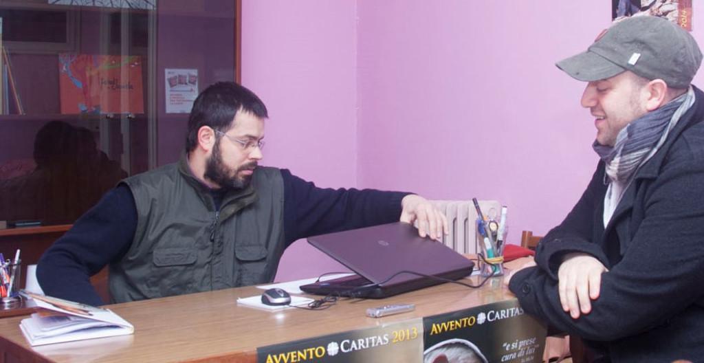 Luca Capece, a sinistra, respondabile di Nuovamente col giornalista Matteo Gelmini
