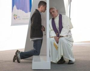 papa Francesco che confessa