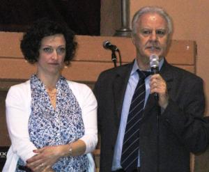 Il dottor Giancarlo Izzi con Anna Nani durante il suo intervento