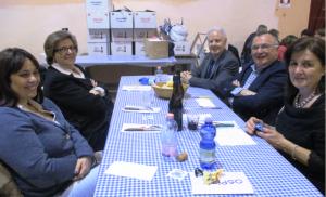 Il tavolo degli ospiti della serata: da sinistra, Jessica Grasso (Associazione italiana per la Lotta al Neuroblastoma onlus), Nella Capretti (Associazione Noi per Loro onlus), il professor Giancarlo Izzi dell'Ospedale Maggiore di Parma e il sindaco di Guastalla Giorgio Benaglia con la moglie
