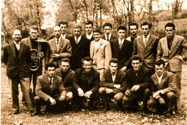I-cantori-del-coro-di-Cavola-nel-1960
