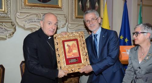 """Assegnato al vescovo Massimo Camisasca, a Pontremoli, il Premio letterario """"Penna dello Spirito"""" 2014"""