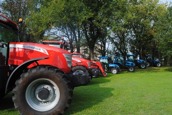 Esposizione-dei-mezzi-agricoli-nel-parco