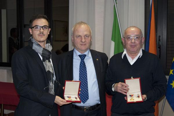 Gabriele, figlio di Paolo Bellei, con Vittorio Bosio e Davide Morstofolini, i due Discoboli d'oro