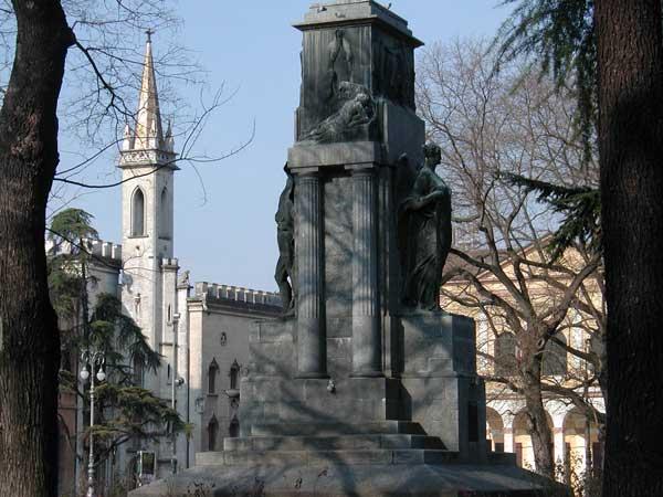 Monumento_caduti_reggio_emilia