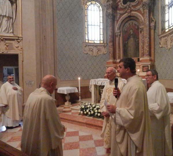 vescovo-Caprioli_don-Casini