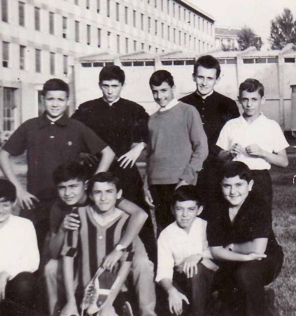 Foto-2.-Gruppo-di-seconda-media,-estate-1964
