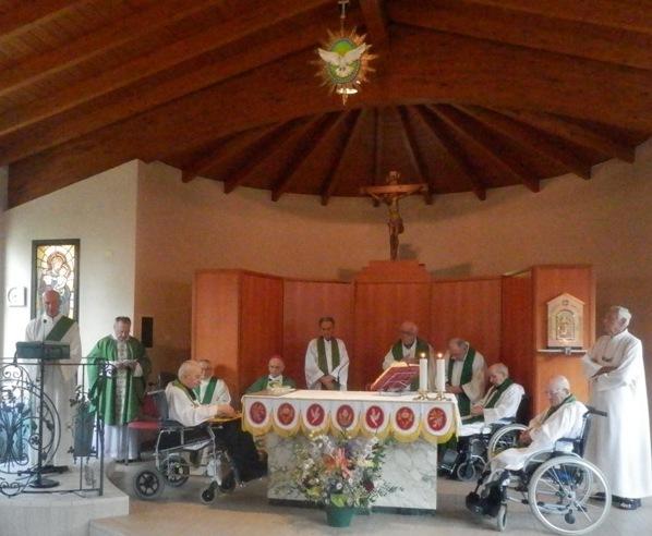 Monsignor Gibertini e i confratelli concelebranti