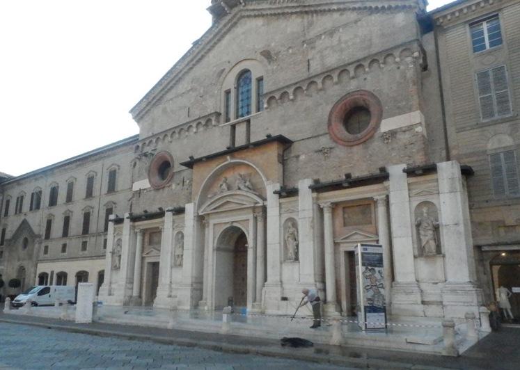 Pulizia Sagrato Duomo R.E.