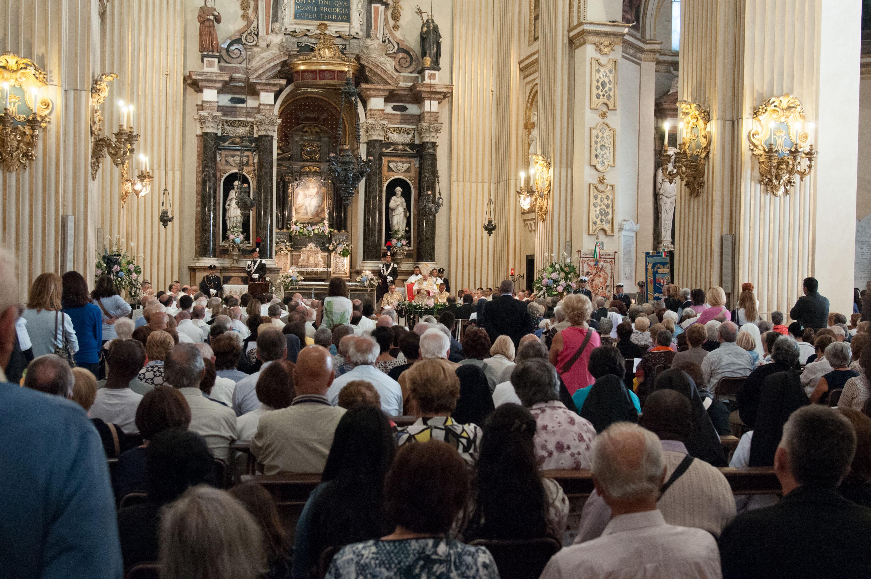 8 settembre 2015: monsignor Camisasca pronuncia l'omelia durante il solenne Pontificale di inizio anno pastorale, nella Basilica della Ghiara, a Reggio Emilia