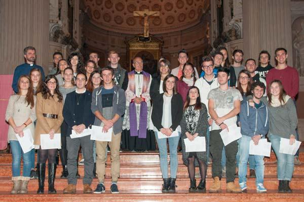 giovani-e-vescovo