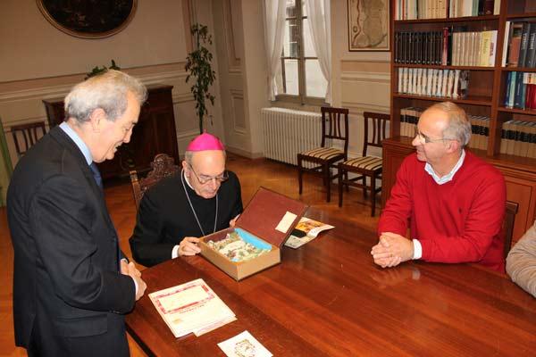 Vescovo-e-Amici-del-presepio