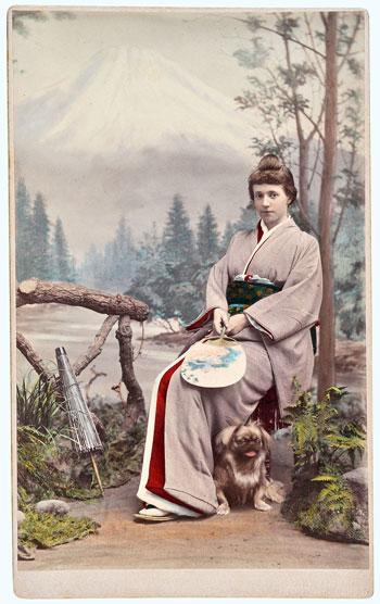 Kusakabe-Kimbei,-Ritratto-di-Adelgonda-di-Braganza-in-abiti-giapponesi,-1889