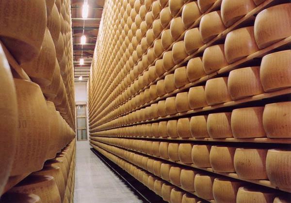Parmigiano-reggiano-magazzino-stagionatura-invio