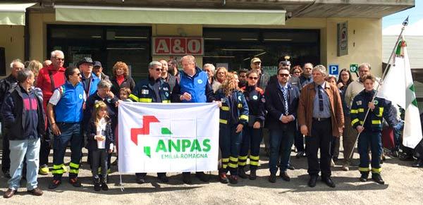 Un-momento-dell'inaugurazione-del-defibrillatore-di-Febbio
