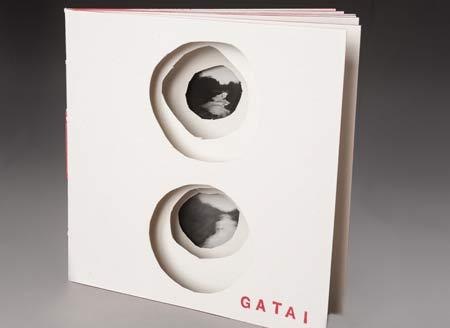 Cristina-Bertonali,-libro-d'artista-con-foto-stenopeiche--(foto-Laura-Sassi)