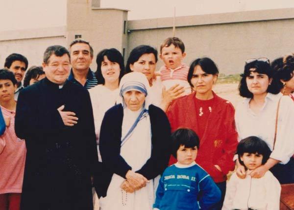 Mons.Bertoli_Madre-Teresa