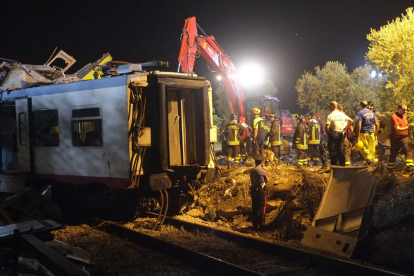 Rescuers work after a head-on collision between two trains, near Corato, in the southern Italian region of Puglia on July 12, 2016. At least 20 people were killed in a head-on collision between two passenger trains, in one of the country's worst rail accidents in recent years. Investigators said at least one of the trains had been travelling very fast, and it was possible the collision was caused by human error. / AFP PHOTO / MARIO LAPORTA