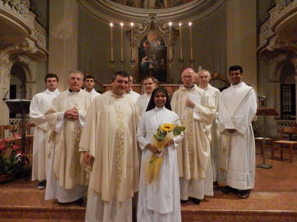 Foto-2_suor-Christa_Vescovo-Caprioli_clero