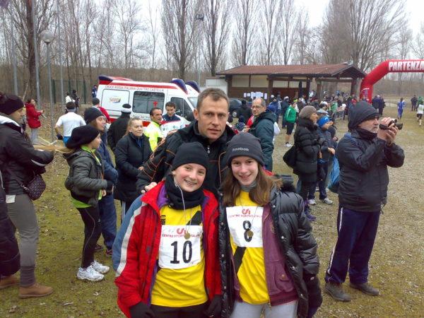 us-folgore-il-campione-olimpico-baldini-con-due-giovani-atlete