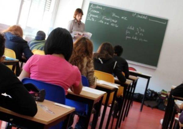 insegnanti-docenti-professori-aula-studenti-419987-610x431