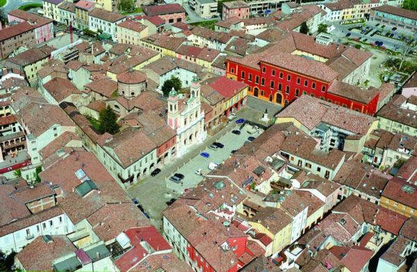 Guastalla_piazza-1024x669