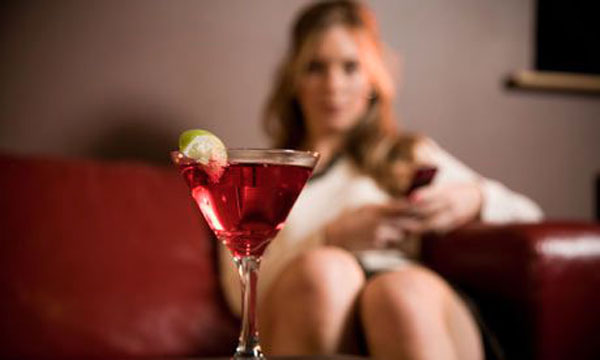 Young-woman-with-cocktail-001