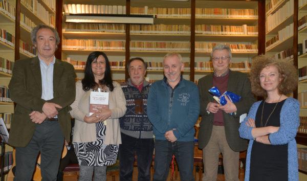 Giordano Gasparini (dir. Bibl. Panizzi) con Normanna Albertini, Saverio Maccagnani, Gianni Piccinini, Giovanni Guidotti e Elisa Pellacani (coord. Associazione Per D'Arzo)