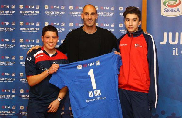 Paolo Cannavaro con ragazzi