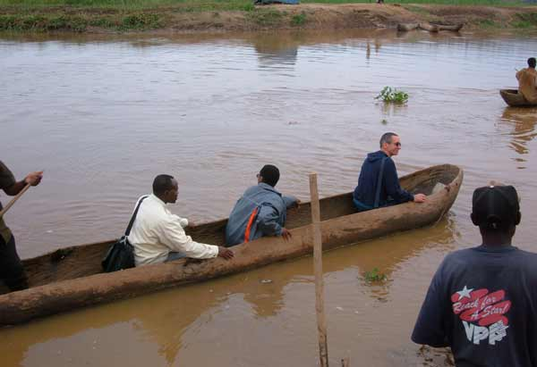 DSCF0268-Gianotti-in-barca-Rwanda