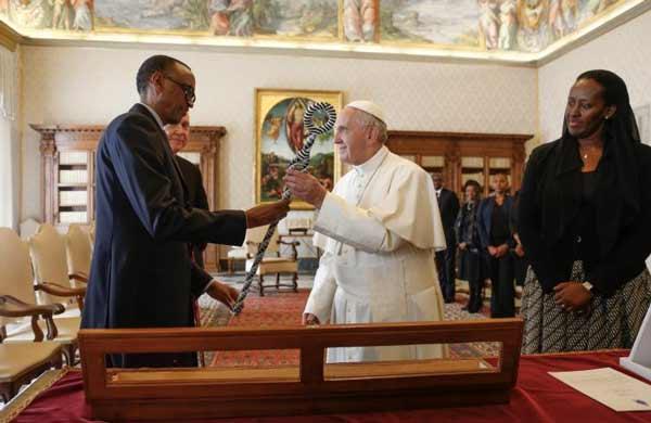 Papa-e-presidente-Rwanda