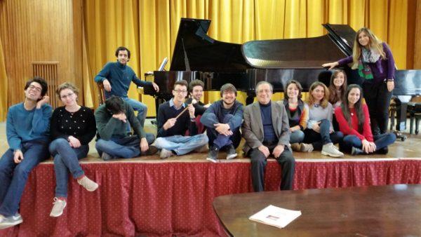 Coi 12 pianisti del Conservatorio di Palermo impegnati nel Capriccio napoletano per 2 pianoforti e 24 mani