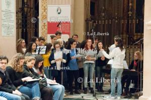 2016-02-26 Vescovo incontra giovani