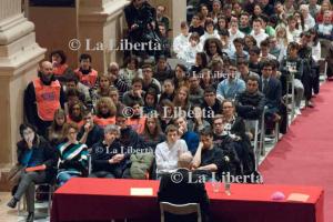 2016-03-04 Vescovo incontra giovani